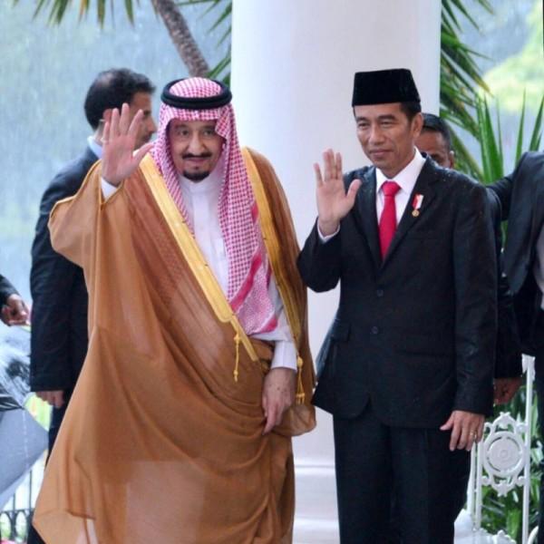 Kunjungan Raja Salman yang menarik banyak perhatian. Kunjungan Raja Salman yang berlibur ke Indonesia dengan keluarganya menarik perhatian masyarakat Indonesia dan menjadi trending topik berminggu-minggu, karena fasilitas yang dibawa sungguh mewah dan elegan, mengingat Raja Salman memang memiliki kekayaan yang fantastis. Nggak heran kata kunci Raja Salman menjadi kata yang banyak dicari di Google.