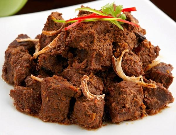 Rendang Kalau Jogja punya gudeg, Padang punya rendang yang rasanya semakin lama dihangatkan maka semakin lezat citarasanya.