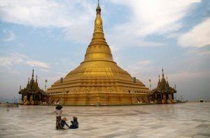 Ini adalah penampakan, Naypyidaw, Ibukota Myanmar yang baru. Dan ini adalah tempat istirahat raja di kota ini.