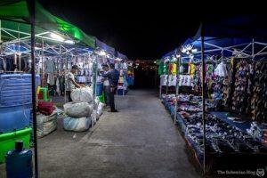 Bahkan pasar yang seharusnya ramai pengunjung malah terlihat seperti pasar hantu saking sepinya.