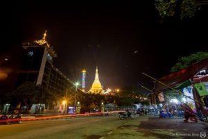 Ini adalah pemandangan kota Naypyidaw pada malam hari, apa kamu berniat untuk mengunjunginya?