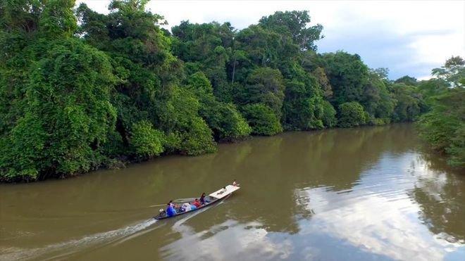 Sungai Amazon Tidak disangka, ternyata Sungai Amazon yang bermuara di Samudra Atlantik juga terkenal sebagai penyumbang sampah terbesar di lautan. Padahal sungai ini terkenal akan pemandangannya yang masih alami dan indah. Sayang banget kan?