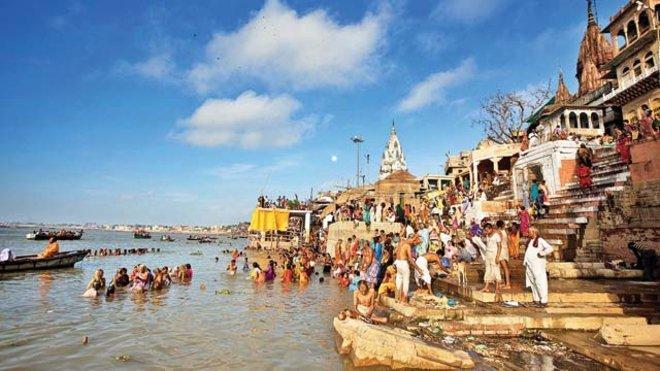 Sungai Gangga, India Walaupun sering dipakai untuk kegiatan keagamaan dan dikeramatkan masyarakat, Masih banyak orang tidak bertanggung jawab yang membuang sampah di hilir sungai Gangga dan sampah tersebut akhirnya terbawa kelautan karena sungai ini bermuara di Teluk Benggala. Sayang banget ya?