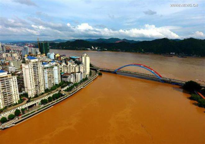 Sungai Xi Sungai ini juga berada di Tiongkok. Banyaknya orang yang membuang sampah sembarangan di sungai ini berakibat pada banyaknya kotoran dan sampah yang terbawa sampai ke laut. Sayang banget ya?!
