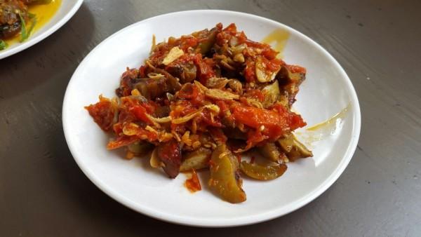 Jengkol balado Nggak cuman resep makanan hits aja kok yang dicari, ada juga makanan rumahan seperti jengkol balado yang selalu menjadi favorit masyarakat Indonesi.a Apa kamu juga ingin mencobanya?
