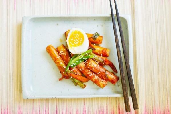 Tteokbokki Bukan cuma drama Korea aja yang menjadi tontonan favorit, tetapi juga makanannya. Salah satunya adalah Tteokbokki yang menjadi satu-satunya kudapan khas Negeri gingseng yang masuk dalam 7 daftar resep masakan yang paling dicari tahun ini.