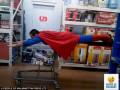 Aksi Kocak dan Penuh Percaya Diri Saat Belanja di Supermarket