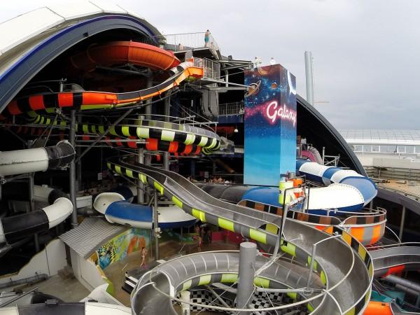 Galaxy Waterpark, Jerman Sebenarnya para wanita masih boleh memasuki Galaxy Waterpark, kecuali permainan X-treme Faster. Dulunya Wahana ini dibuka untuk umum tapi banyak wanita yang mengeluh cedera di bagian organ vital setelah menaikinya, sehingga wanita dilarang untuk menaiki wahana ini.