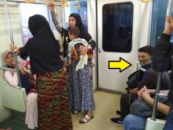 Dibalik Keramahan Orang Indonesia, Ternyata Masih Ada Lho yang Egois di Sekitar Kita