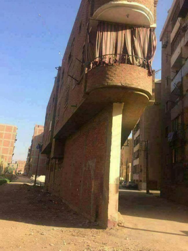 Walaupun bebas banjir, semoga aja ya pagar penopangnya kuat menyangga bangunan diatasnya.