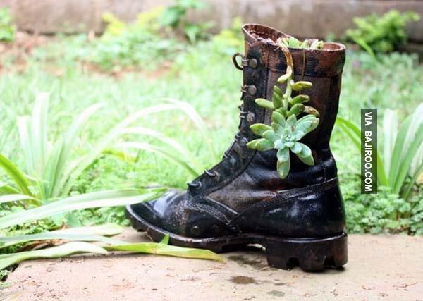 Nggak hanya sepatu biasa aja gengs, sepatu boots pun bisa lho.