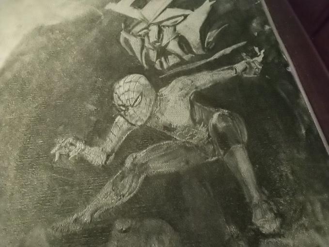 Ada sosok Spiderman lagi beraksi nih sob.