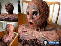 Walau Tampilannya Menyeramkan, Kue Tart Ini Sayang Kalau Nggak Dimakan