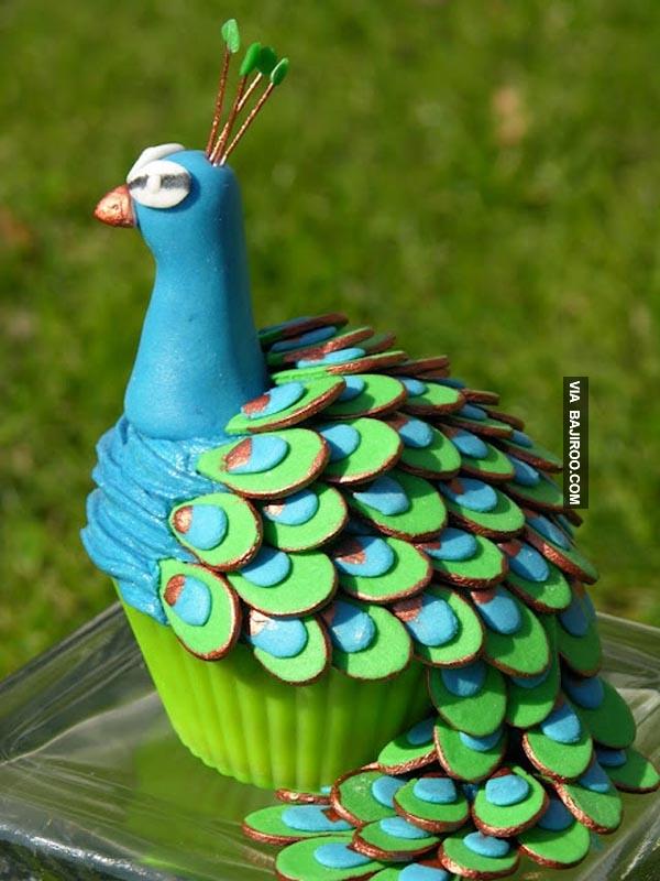 Saking kerennya kue berbentuk meraknya jadi sayang buat dimakan.