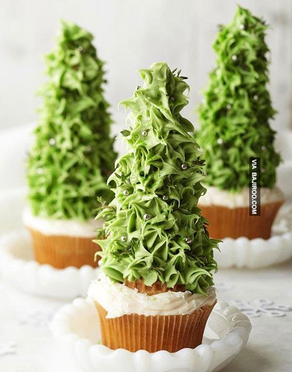 Mumpung masih suasana Natal, kue berbentuk pohon cemara ini pas banget gengs.