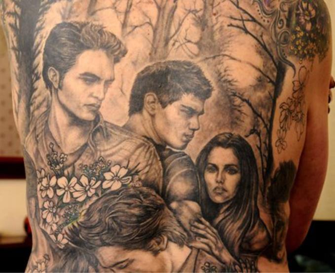 Niat banget ya bikin tato dari salah satu scene film 'Twilight'.