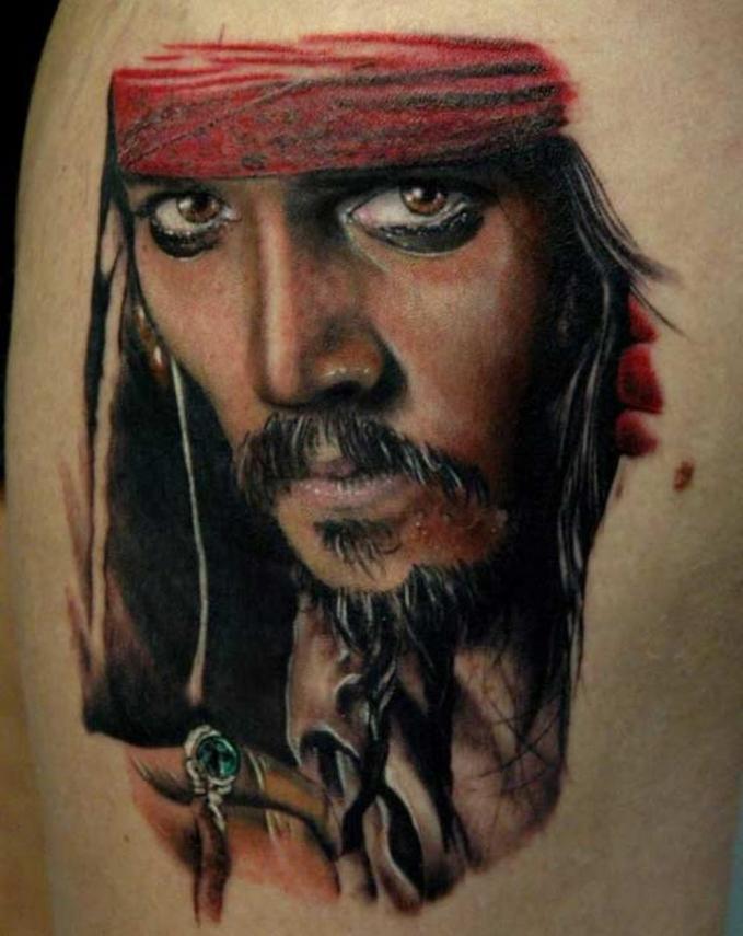 Tato Jack Sparrow yang diperankan Johnny Depp ini mirip banget sama aslinya lho Pulsker.