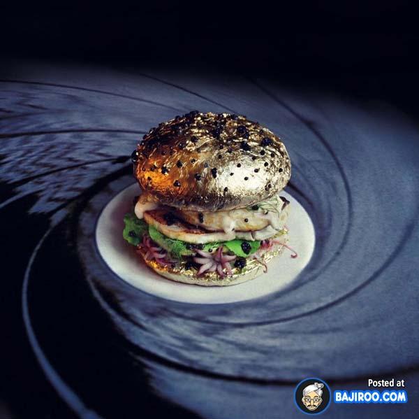 Sekilas sih memang seperti penutup wastafel gengs, tapi burger ini enak banget lho kelihatannya.
