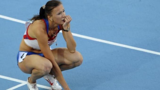 Sedih karena gagal di lapangan adalah hal yang wajar Pulsker. Seperti dialami atlet Yulia Gushchina ini.