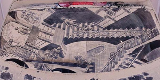 Berasa dalam rumah kalau ngeliat lukisan yang dipenuhi anak tangga kayak gini.
