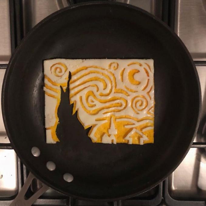 Ternyata ada lho telur goreng yang berbentuk persegi. Ada gambarnya pula.
