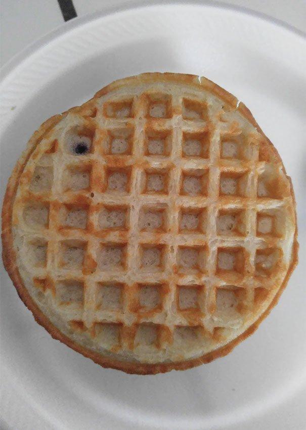 Waffle bluberi, tapi bluberinya imut banget.