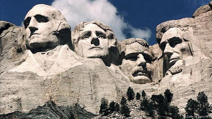 Dibawah Perancis ada negeri Paman Sam alias Amerika Serikat. Daya tarik negeri ini adalah budaya populernya Puslker selain bangunan ikonik seperti New York Square, Patung Liberty. Ada pula wisata alam Grand Canyon dan Gunung Rushmore serta wisata alam lain yang berhasil menyedot turis ke negara ini hingga 77 juta.