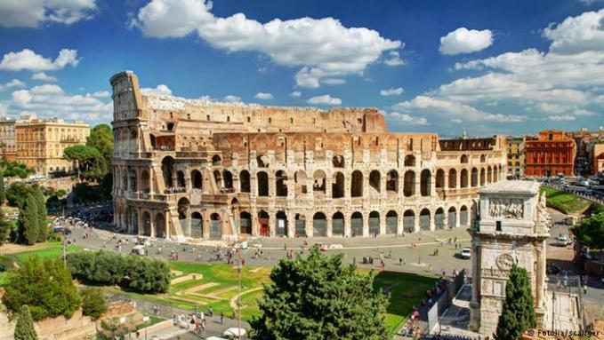 Italia nggak hanya soal menara Pisa dan Coloseum aja Pulsker. Tapi ada juga lho tempat keren seperti di Roma, Venezia, Sicilia, dan Toscana. Bahkan pada 2015 ada sekitar 50.7 juta wisatawan datang kesana.