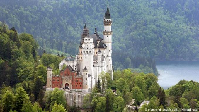 Negara Eropa lainnya adalah Jerman gengs. Selain wisata alam romantis seperti di kawasan Schwarzwald dan lembah sungai Rein atau istana Neuschwantein, pengunjung juga berwisata sejarah di sisa tembok berlin dan monumen Holocaust. Ada 35 juta wisatawan mengunjungi Jerman pada 2015.