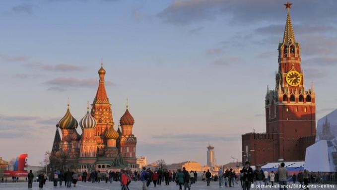 Dan di tempat kesepuluh ada Rusia gengs. Beberapa objek terkenalnya adalah Lapangan Merah, St. Petrsburg, dan wisata menikmati keindahan alam di Trans Siberia dengan menggunakan kereta api. Tahun 2015 lalu, jumlah wisatawan mencapai 31.3 juta. Nah, itu dia Pulsker beberapa negara di dunia yang jadi tujuan favorit wisatawan versi PBB. Adakah negara favorit kalian?.