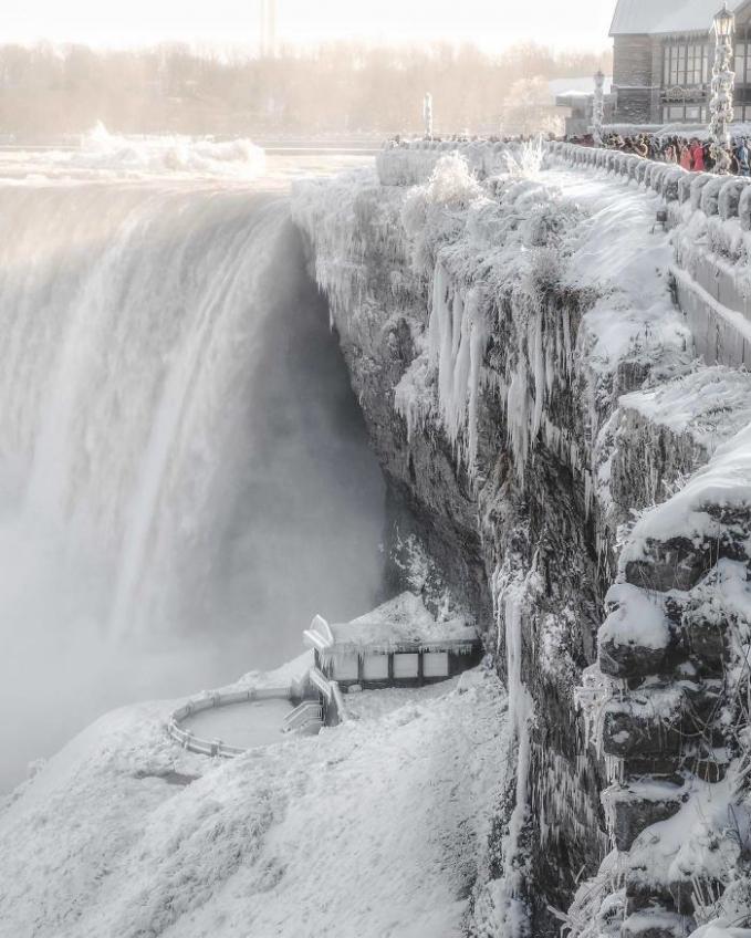 Bekunya air terjun Niagara jadi daya tarik tersendiri bagi wisatawan Pulsker.