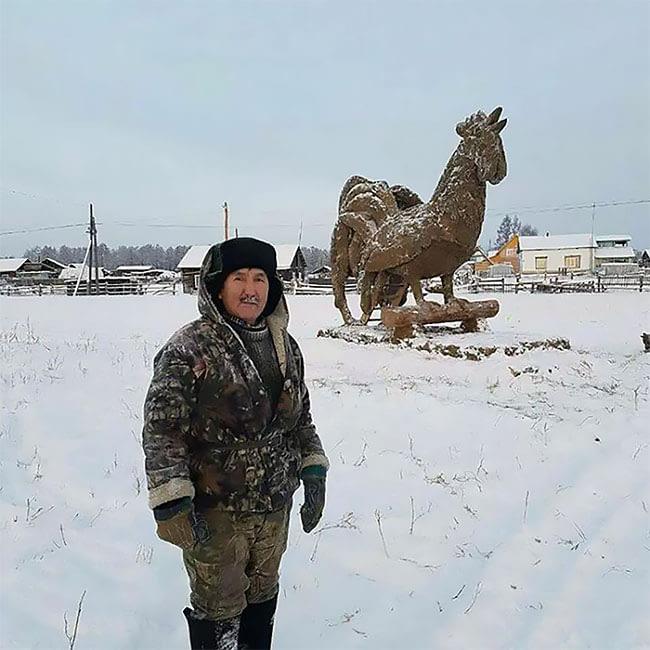 Patung buatan Mikhail Bopposov ini memiliki tinggi sekitar 3.5 meter dan akan mencair pada musim semi.