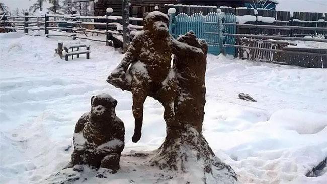 Untuk menghasilkan patung ini bukan tanpa hambatan Pulsker. Bopposov mengaku sampai cedera kaki untuk mengangkat beban berat. Namun banyak warga yang mendorong untuk menyelesaikannya.