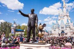 Catat, Jangan Bawa 11 Benda Terlarang Ini Saat Ke Disneyland