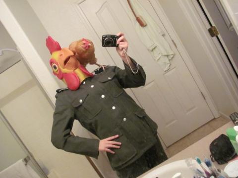 Emang manusia aja yang bisa selfie? Ayam juga bisa kalee..