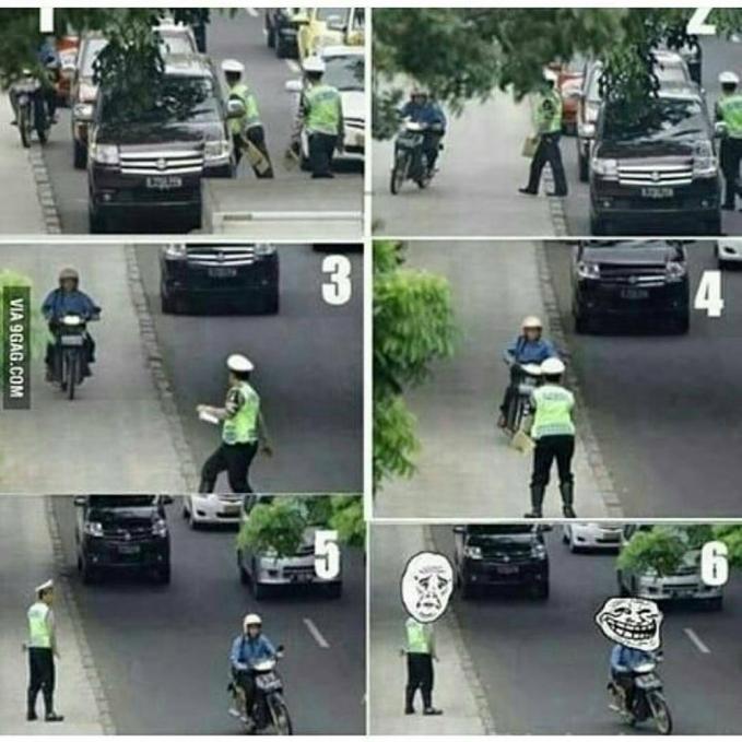 Waduh, pengendara ini emang greget banget lho. Sukses mengelabui Pak Polisi yang sedang mengincarnya.