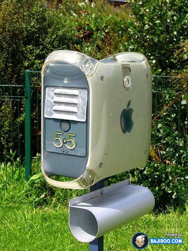 Wah, ada merek Apple ternyata kotak suratnya. Mewah banget gengs.