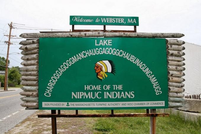 Berikutnya ada nama danau panjang di Webster, Massachusetts, Amerika Serikat. Sebenarnya namanya sendiri terdiri 45 huruf, tapi biar lebih gampang nih Pulsker disebut dengan 'Lake Chaubunagungamaug'. Hmm, tetap aja susah ya?.