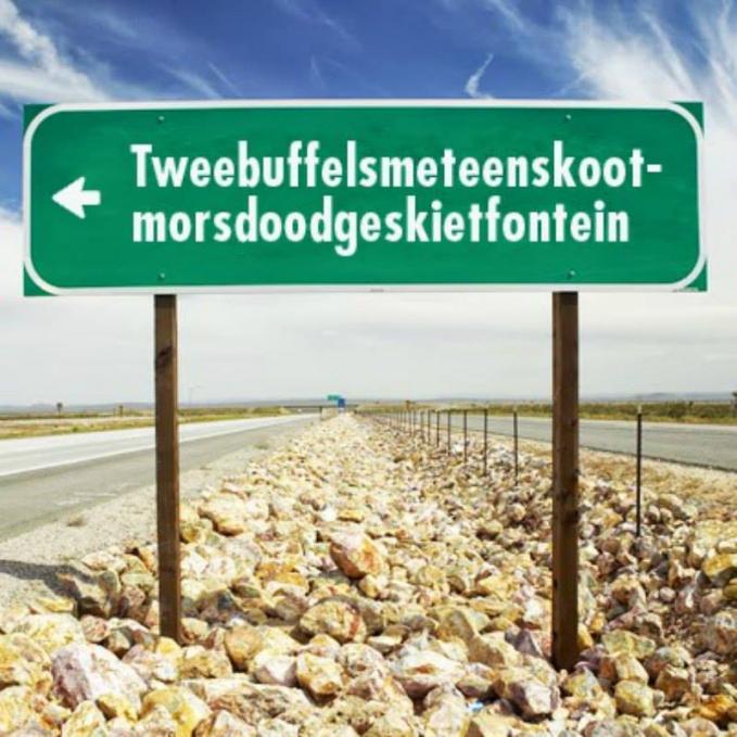 Ada yang bisa menebak nama sebuah ladang di Barat Laut, Afrika Selatan ini?. Ladang dengan total 44 huruf ini kira-kira kalau di Bahasa Inggris-kan artinya 'Two-Buffalos-Shot-Totally-Dead-with-One-Shot Fountain'.