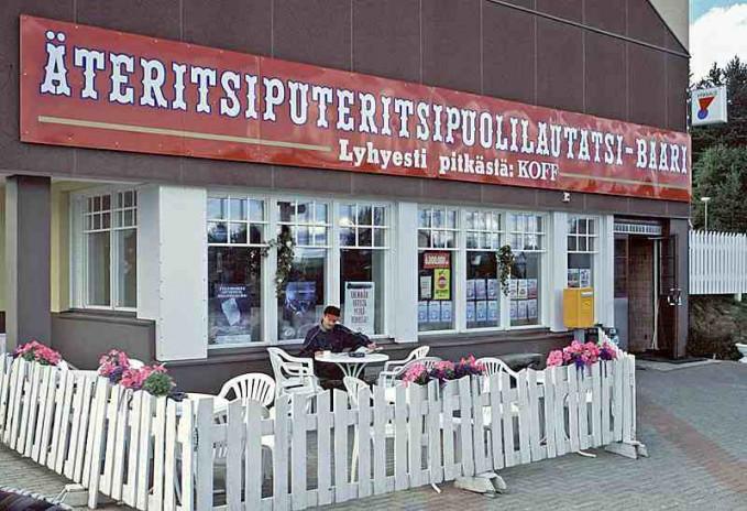 Dan di Lapland, Finlandia ada tempat bernama Ateritsiputeritsipuolilautatsijanka. Jumlahnya sekitar 35 huruf dan menyandang temat dengan nama terpanjang kedua di Eropa.