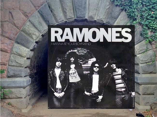 Lagi-lagi Ramones berfoto di depan tembok bangunan untuk cover albumnya. Kali ini adalah di sebuah terowongan Inschope Arc. Nah, itu dia Pulsker beberapa tempat yang pernah jadi cover album musisi terkenal dunia.