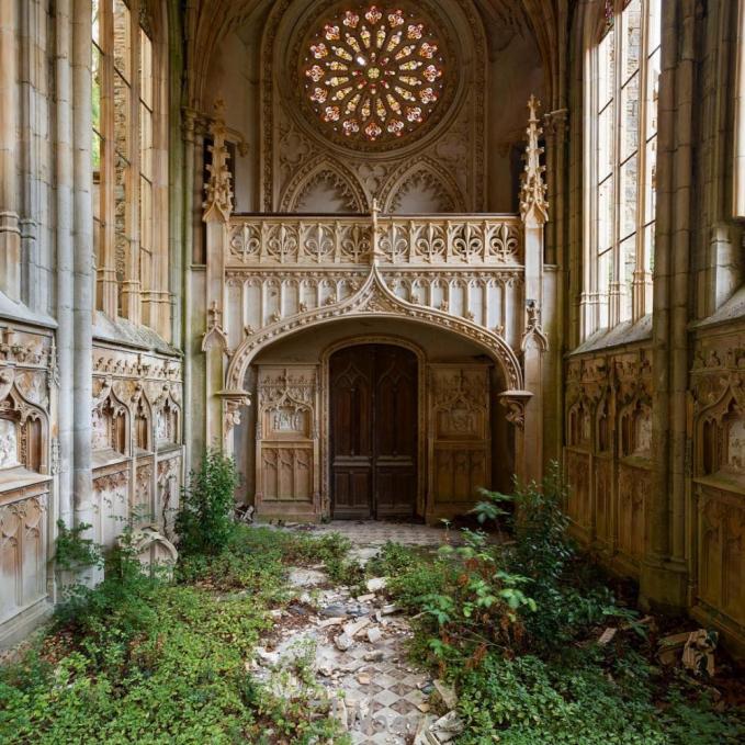 Walaupun arsitekturnya masih sangat bagus, tapi ini adalah bangunan gereja di Prancis.