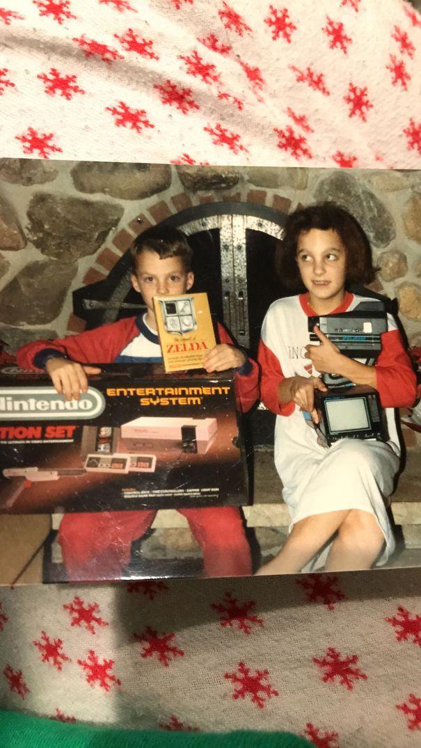 Paket video game nintendo hadiah Natal tahun 1985 seperti ini dulu dianggap udah mewah banget.