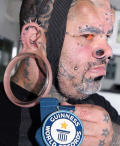 Kenalin Nih Kala Kaiwi, Pria dengan Lubang Tindik Terbesar di Dunia