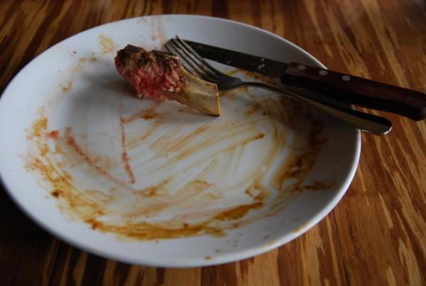 China Menjadi sebuah penghinaan besar Jika kamu memakan makanan dengan sangat bersih dan tidak ada sisa di piring. Hal itu juga menunjukkan jika kita masih lapar dan menandakan bahwa koki tidak memberikan makanan yang cukup.