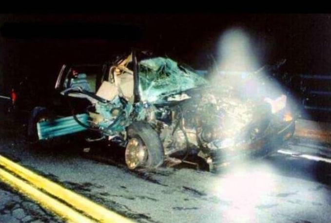 Ini adalah potret kecelakaan mobil, jangan diambil gambarnya seperti ada bayangan putih di depan kamera.