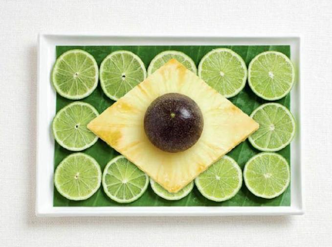 Buah-buahan tropis seperti lemon, daun pisang, dan nanas ciri khas negara Brasil.