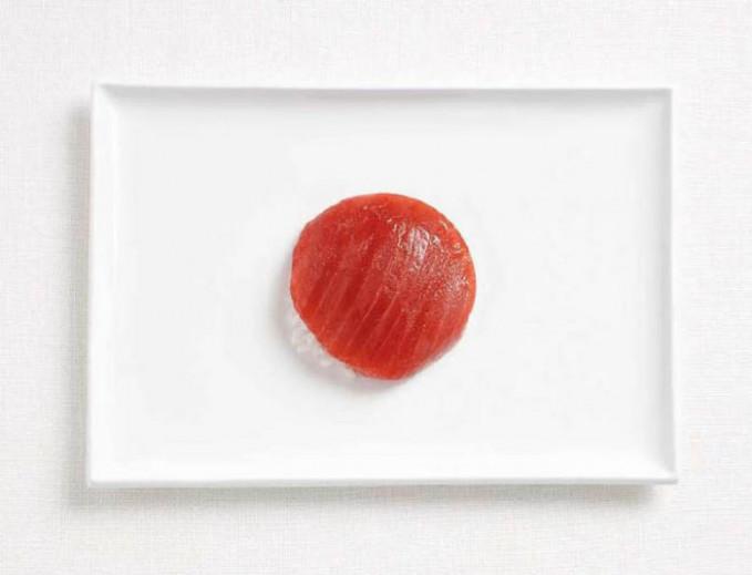 Kalau bendera Jepang ini sih simpel amat ya Pulsker. Hanya terbuat dari tuna dan nasi untuk shusi.