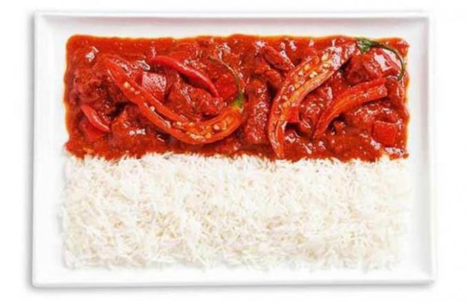Dan, ini dia bendera negara kita Indonesia. Terbuat dari sambal pedas khas Nusantara.