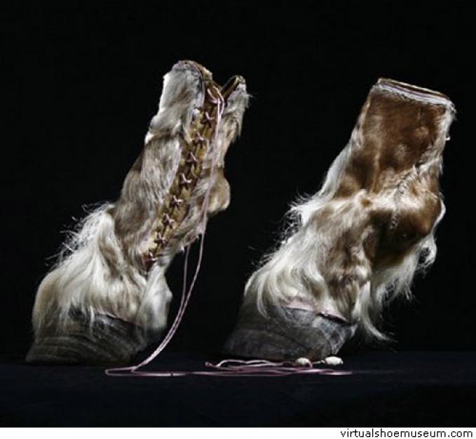 Heels berbahan dasar kaki kuda yang dibuat khusus untuk Lady Gaga.